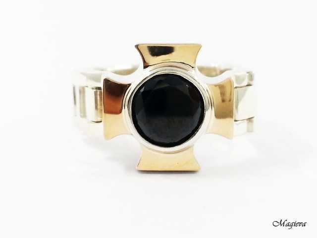 Žiedas su aukso detalėmis ir Cirkoniu SA010