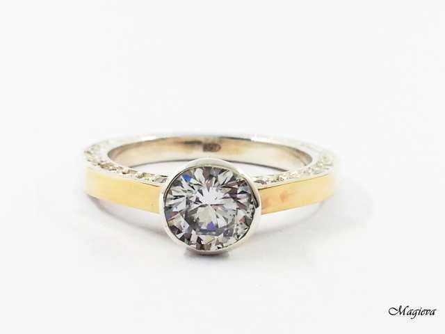 Žiedas su aukso detalėmis ir Cirkoniais SA035